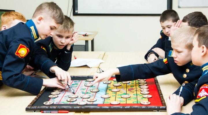 Мудрецы играют в сянци в Ставропольском президентском кадетском училище